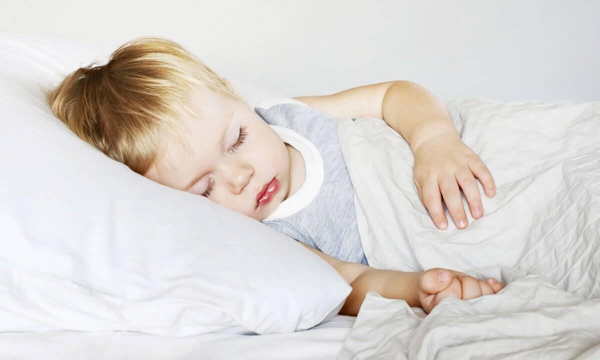 Ребёнок стал часто просыпаться ночью: почему и что делать?