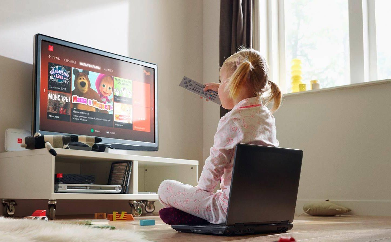 Можно ли грудным детям смотреть телевизор: реальный вред и мифы