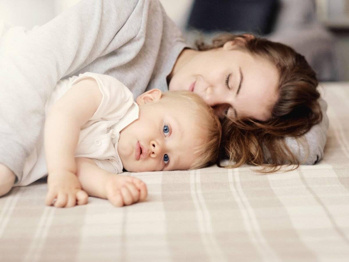 Как отучить ребенка засыпать на руках?