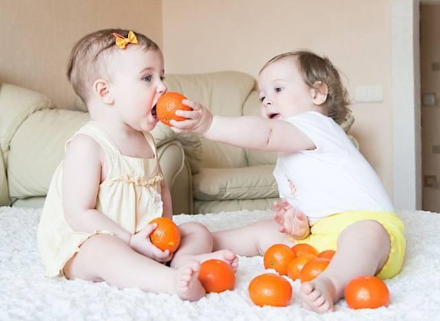 В каком возрасте можно кормить ребенка мандаринами: со скольки месяцев давать цитрусовые