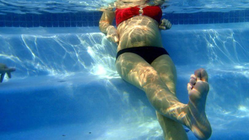 Можно ли кормящей маме в бассейн