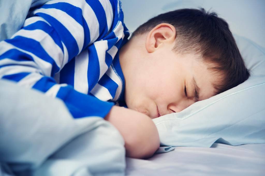 «ведьмин час»: почему малыши вечером сводят родителей с ума