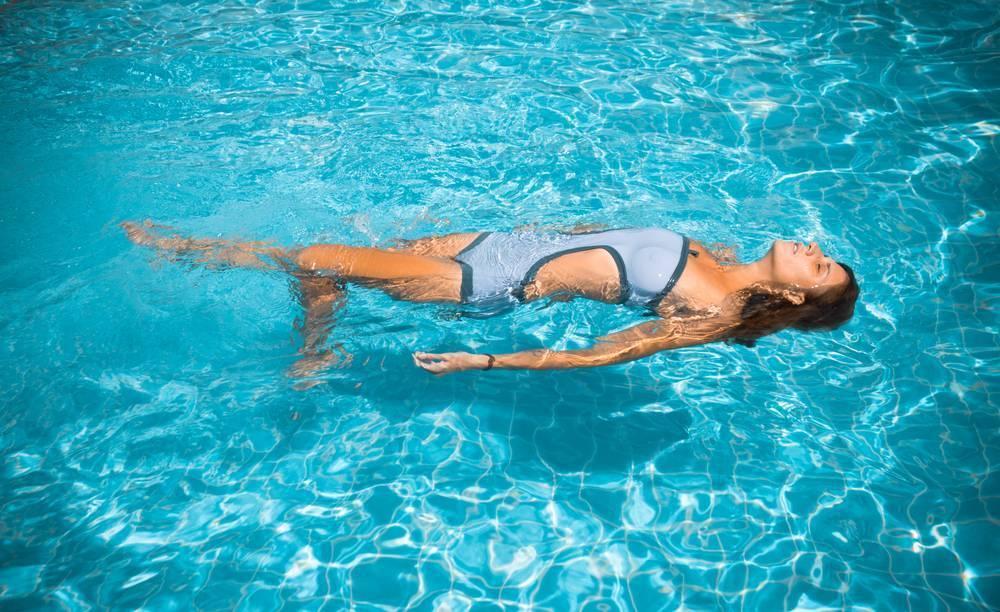 Кормить ли ребенка перед плаванием?