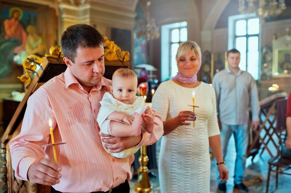 Что должна делать крестная мама на крещении и какие молитвы знать, что дарить мальчику и девочке
