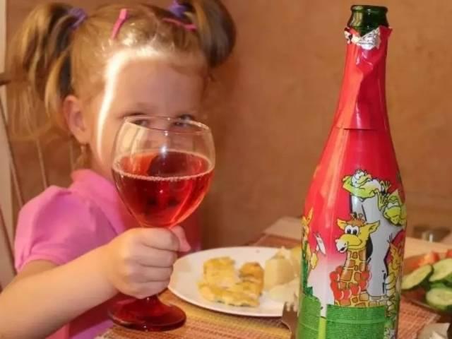 С какого возраста можно покупать алкоголь по закону в россии