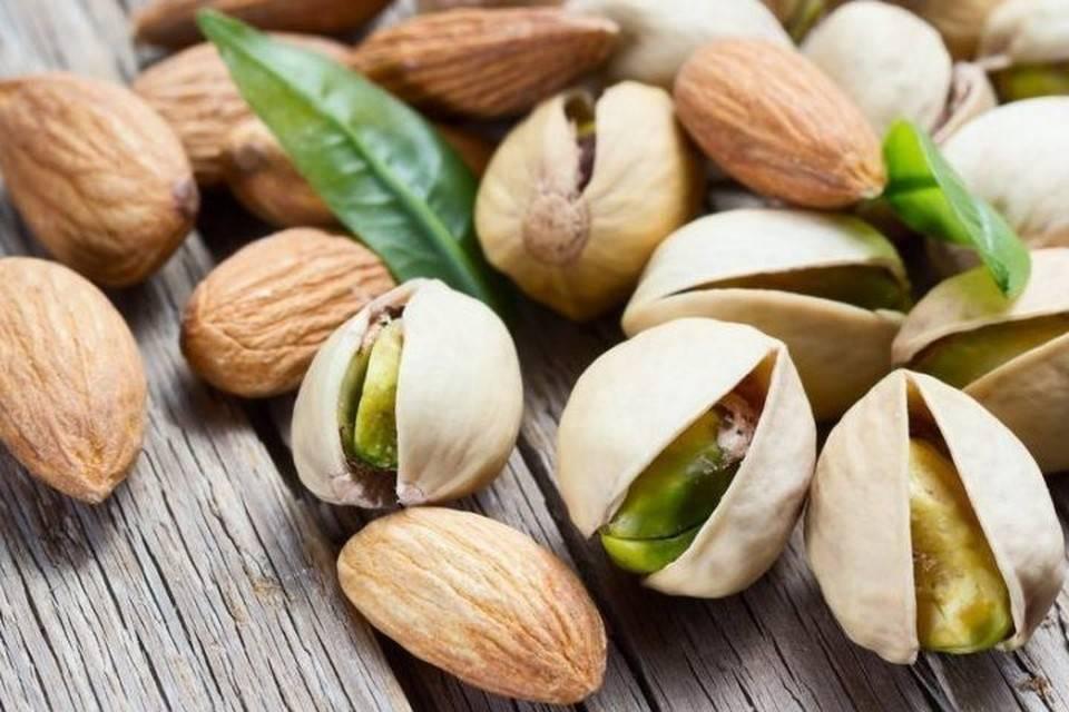 Орехи при грудном вскармливании: какие можно ли кормящим мамам и другие особенности