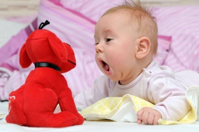 Развитие речи грудничка: когда ребенок начинает лепетать