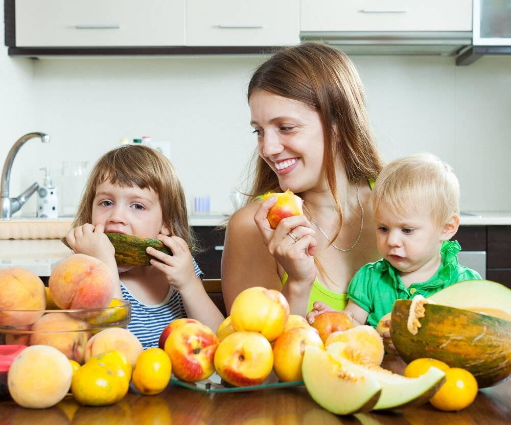 С какого возраста давать арбуз детям, можно ли арбуз детям, вред арбуза для детей