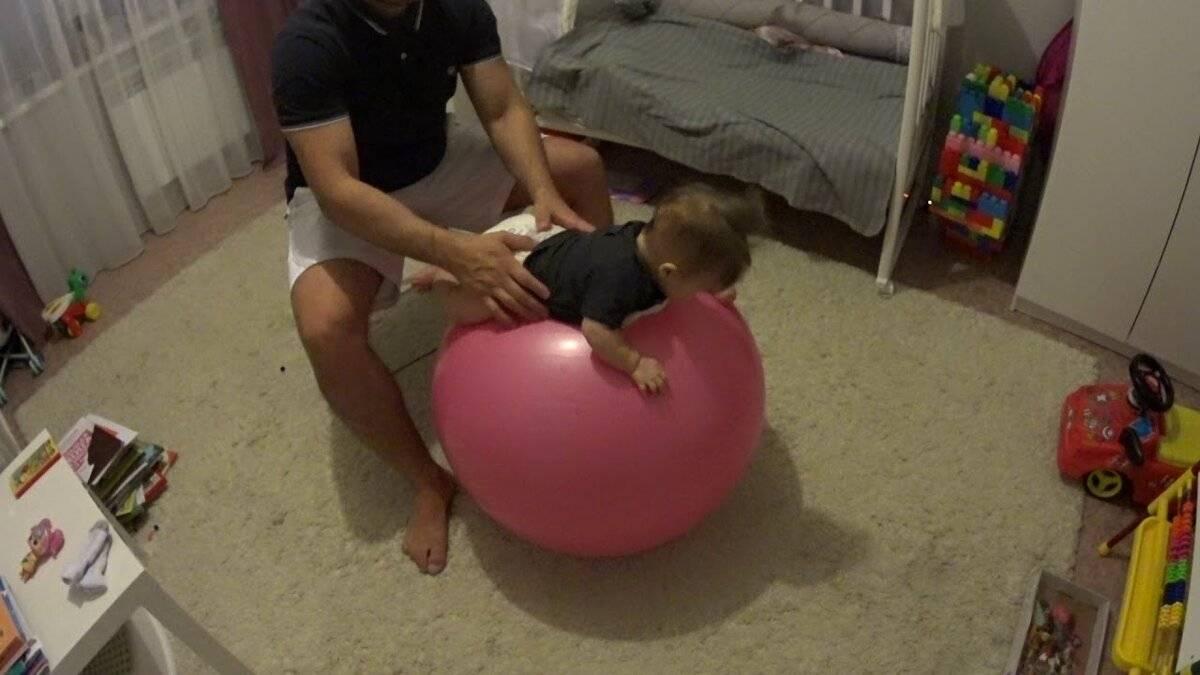 Занятия на мяче с ребенком 6 месяцев. занятия с малышом на фитболе