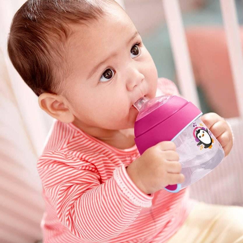 Как выбрать поильники для детей? как научить ребенка пить из чашки