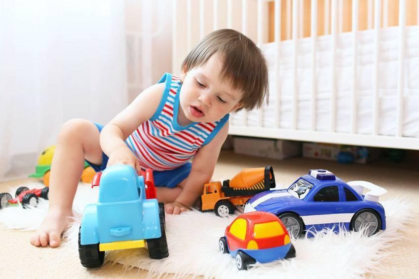 Почему ребенок ломает игрушки? потребитель
