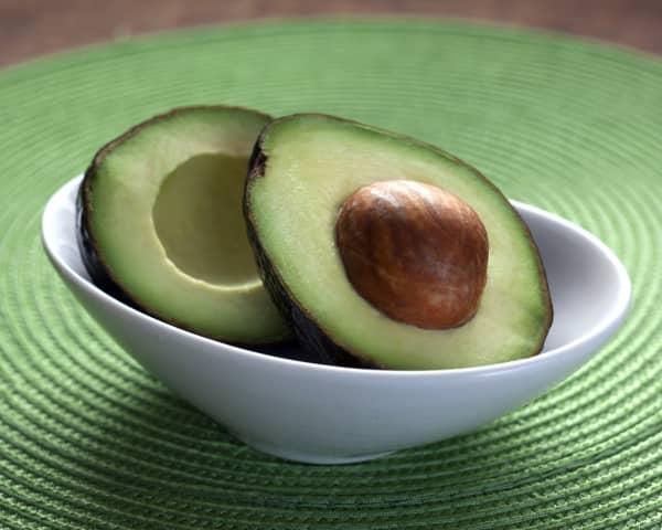 Авокадо: польза, вред, способы применения для красоты и здоровья