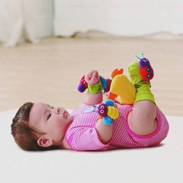Третий месяц: лучшая игрушка - собственные руки   | материнство - беременность, роды, питание, воспитание