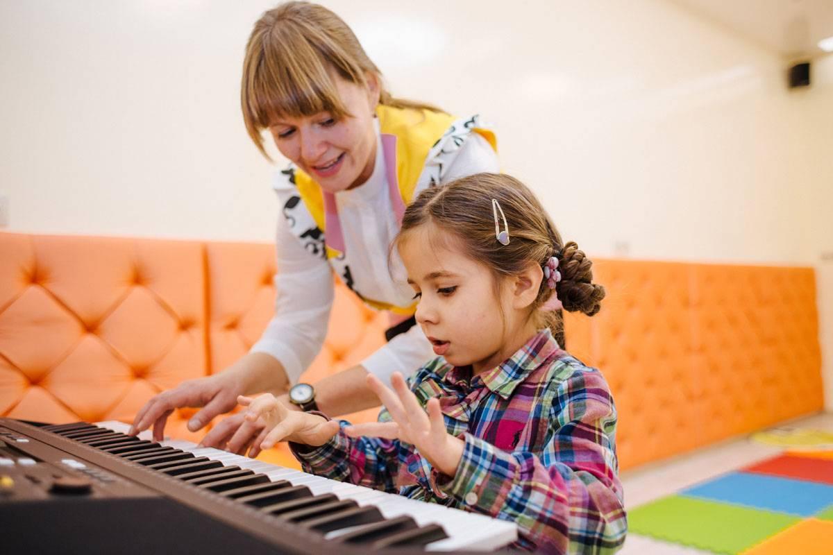 как развить музыкальный слух и голос дома: упражнения для детей