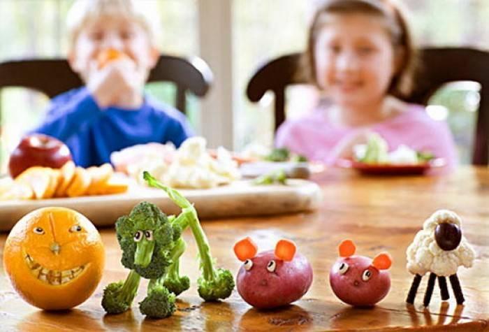 Как накормить ребенка фруктами, если он их не любит