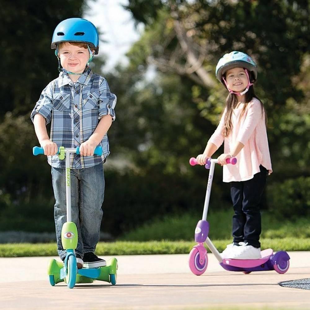 Детские самокаты (55 фото): как выбрать самокат для детей? как научить ребенка кататься? рейтинг лучших моделей с большими колесами и ручкой для родителей. с какого возраста можно ездить?