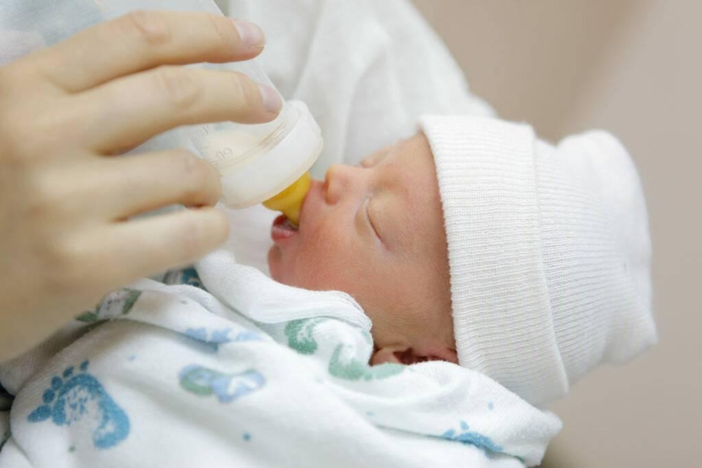 Кормление недоношенных детей: правила грудного вскармливания