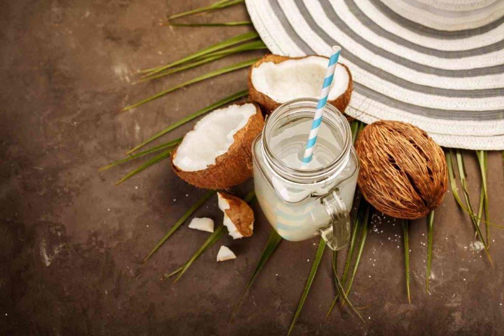 Кокосовое молоко: польза и вред, как сделать в домашних условиях, обзор отзывов о том, как лучше приготовить и употребить, состав, калорийность, бжу