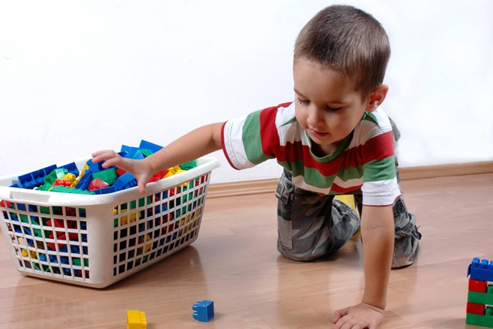 Как приучить ребенка убирать за собой игрушки | важные правила