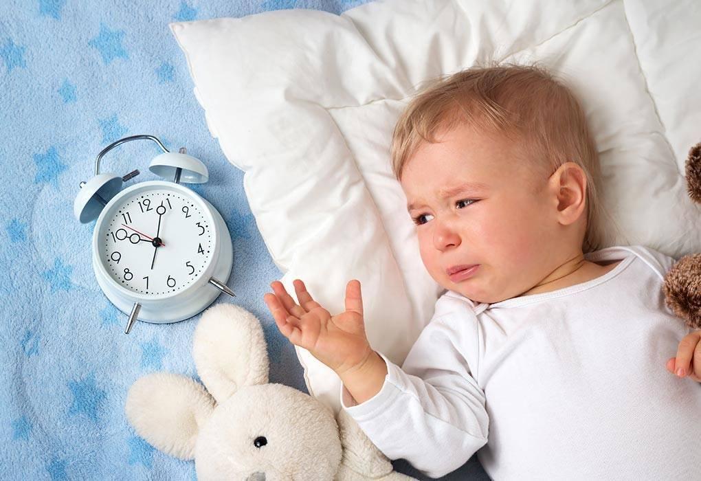Что делать, если ребенок перепутал день с ночью — причины и советы родителям