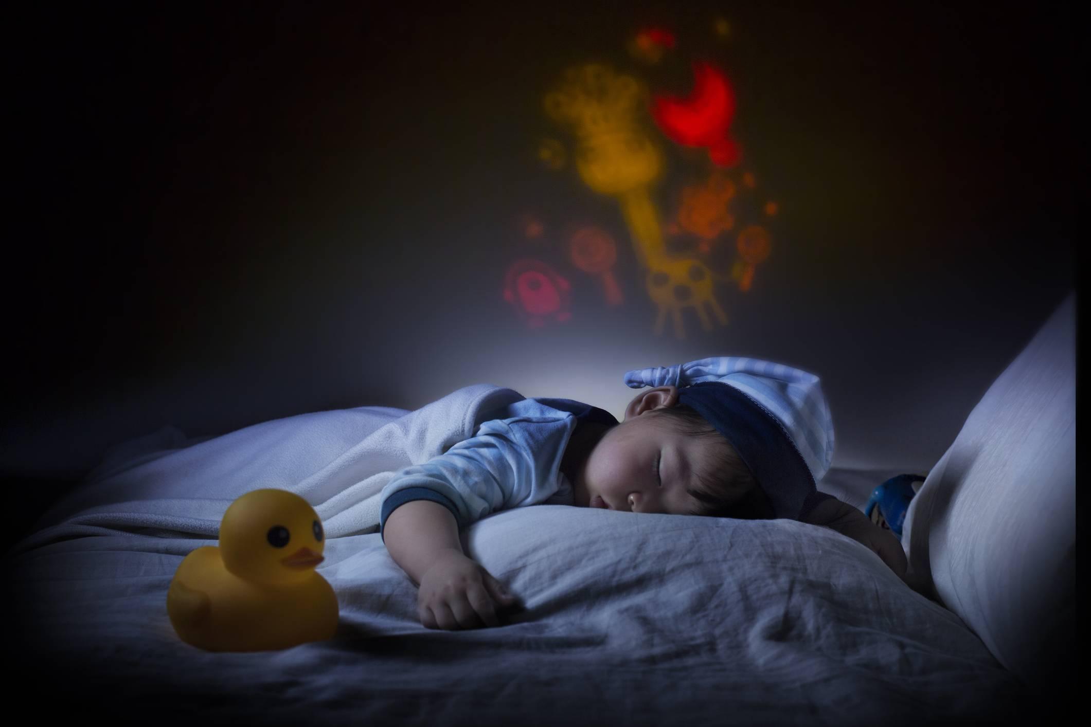 Новорожденный ребенок перепутал день с ночью: что делать