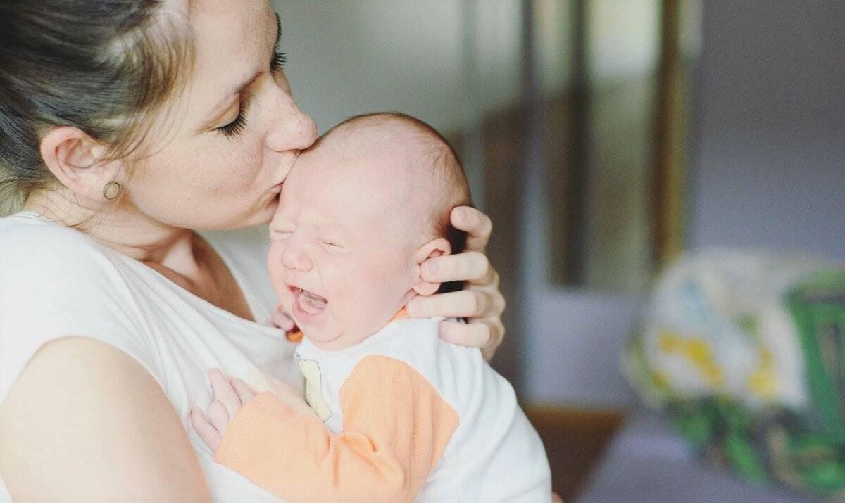 Почему малыш кряхтит во время кормления   главный перинатальный - всё про беременность и роды