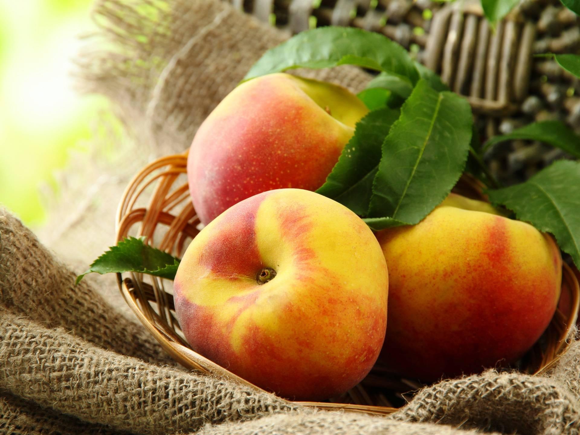 Можно ли персики при грудном вскармливании - польза и советы по употреблению