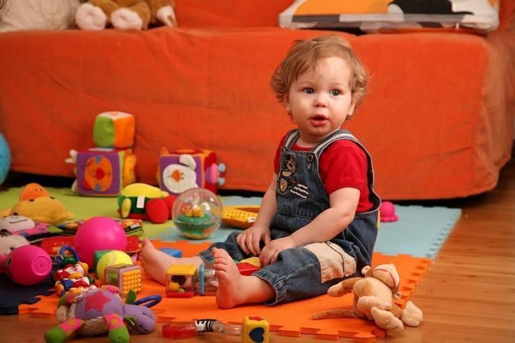 Почему ребенок ломает игрушки и что с этим делать