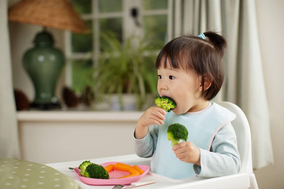 Как приучить ребенка есть овощи: советы родителям