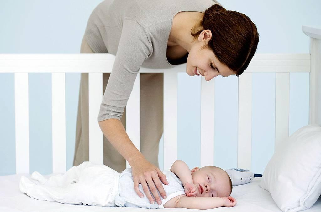 Будить ли новорожденного для кормления?