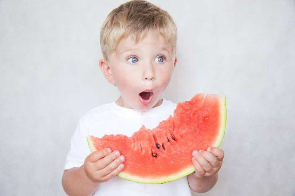 Арбуз ребёнку: возрастные нормы и ограничения