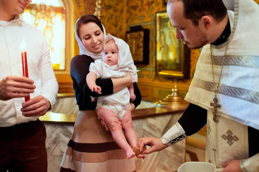 Зачем нужны крестные родители и какие у них обязанности