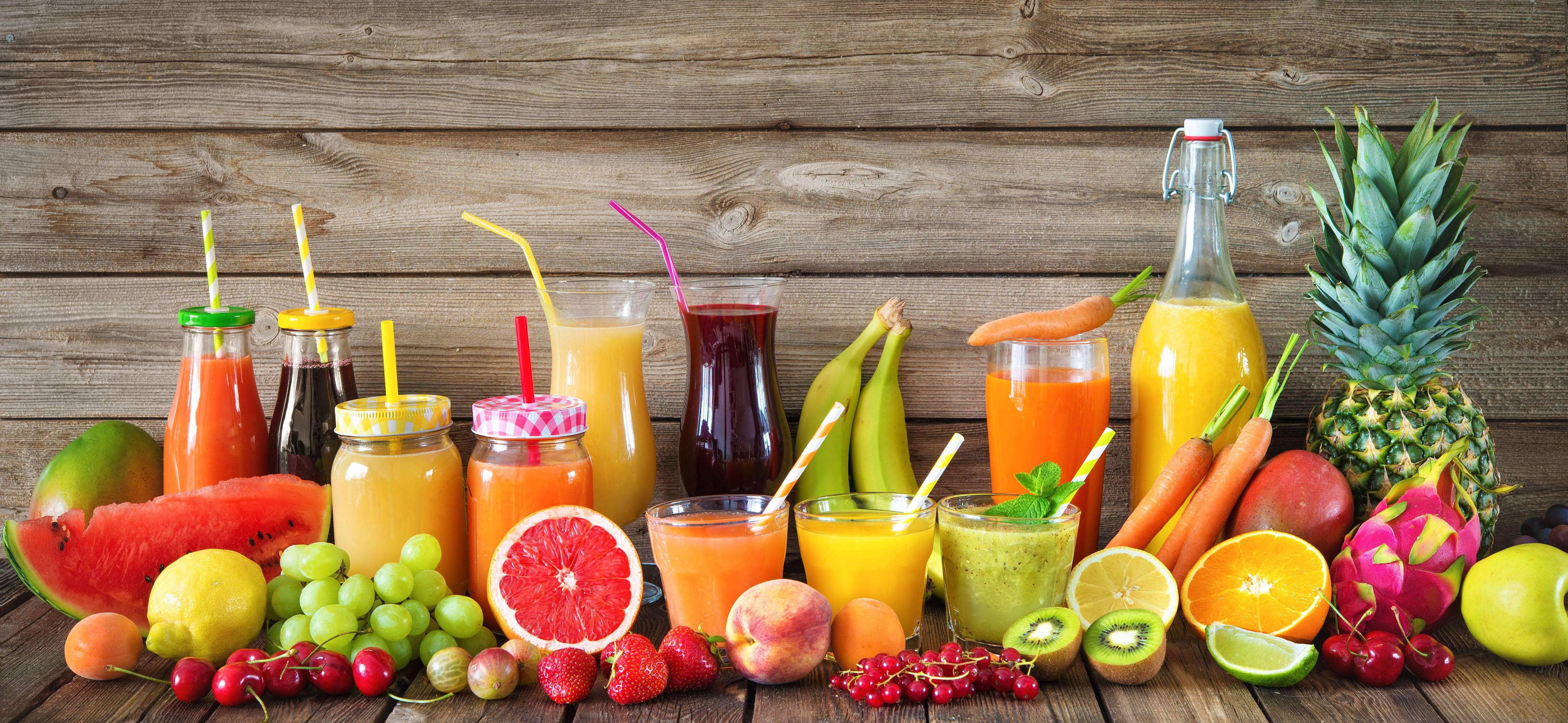 Полезнее ли свежевыжатые соки самих овощей и фруктов?