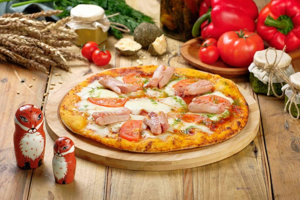 Пиццу готовят дети