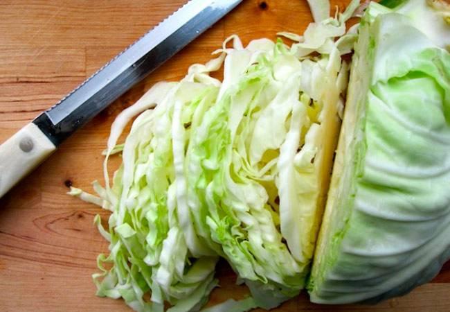 Капуста при грудном вскармливании, в том числе пекинская: можно ли есть кормящей маме этот продукт, свежий, в тушеном или квашенном виде