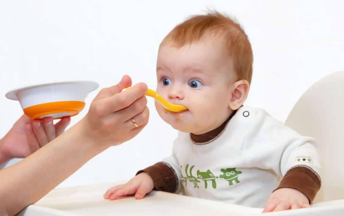 Со скольки месяцев можно давать ребенку банан: как и в каком количестве