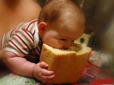 Хлеб для грудничка: польза, опасности, сроки введения