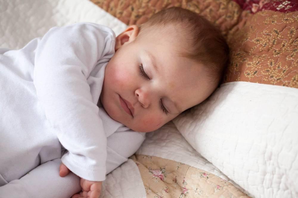 Почему ребенок просыпается ночью и плачет