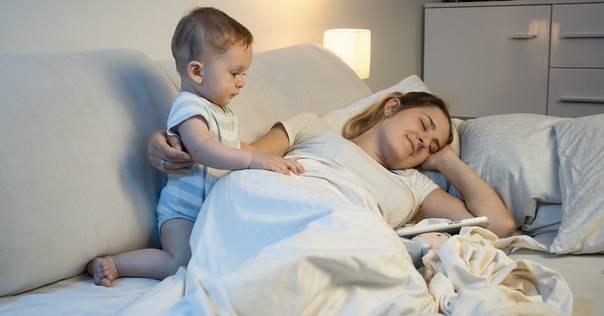Ребенок 2 лет просыпается ночью и плачет: что делать?