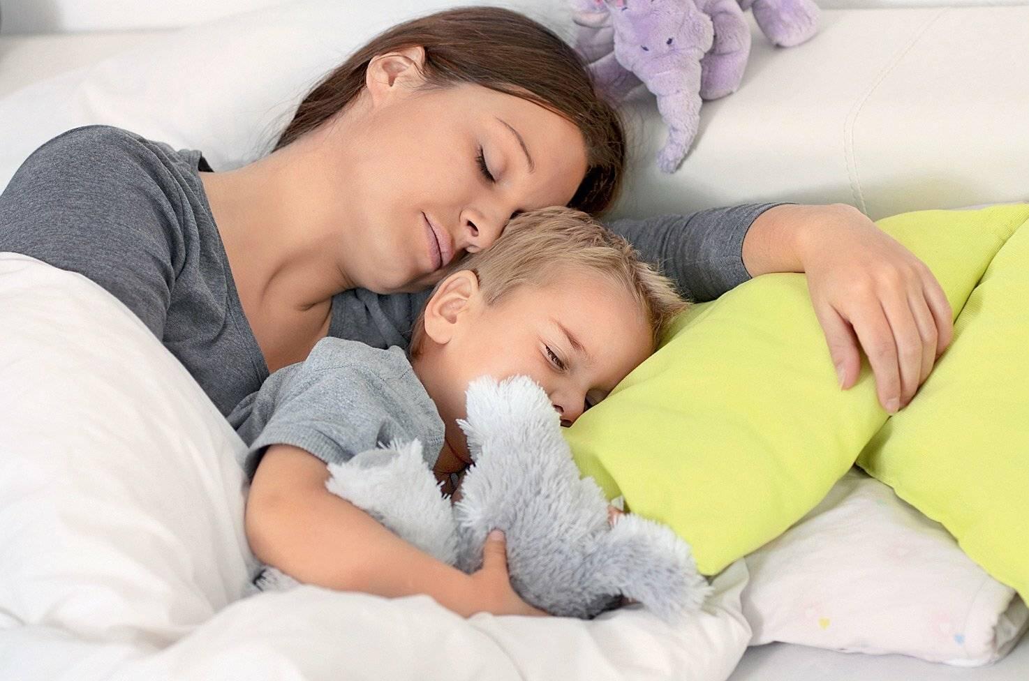 Совместный сон матери и ребенка: польза или вред?