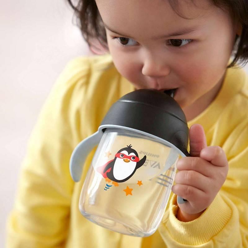 Учим ребенка пить самостоятельно из бутылочки, трубочки и поильника