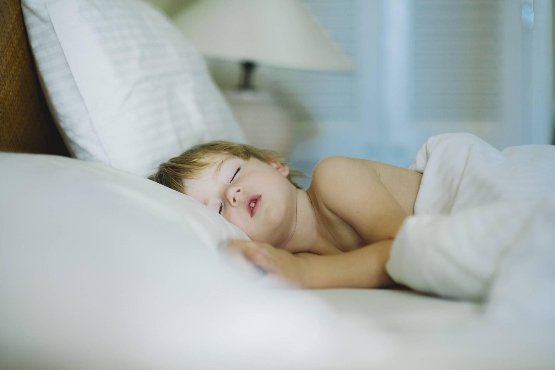 Почему ребенок ночью часто просыпается и плачет