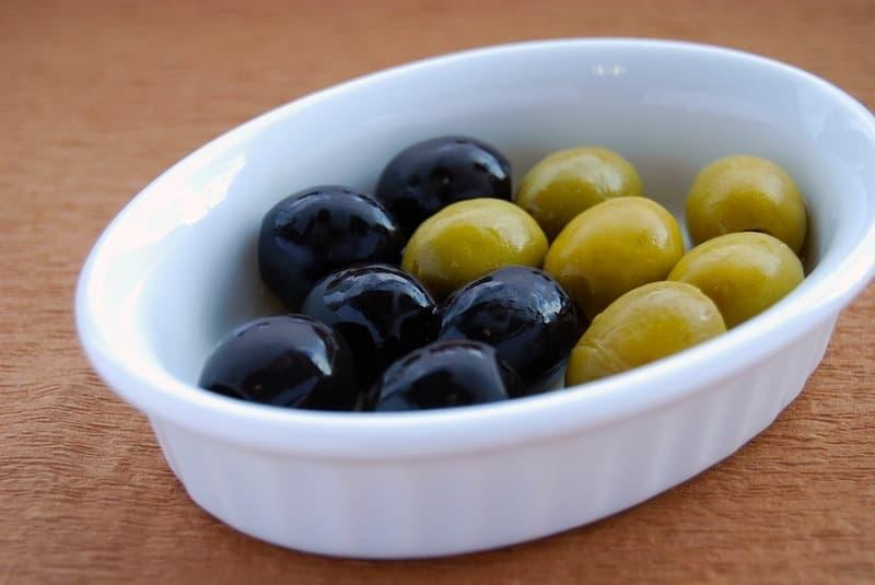 Маслины и оливки в меню кормящей мамы