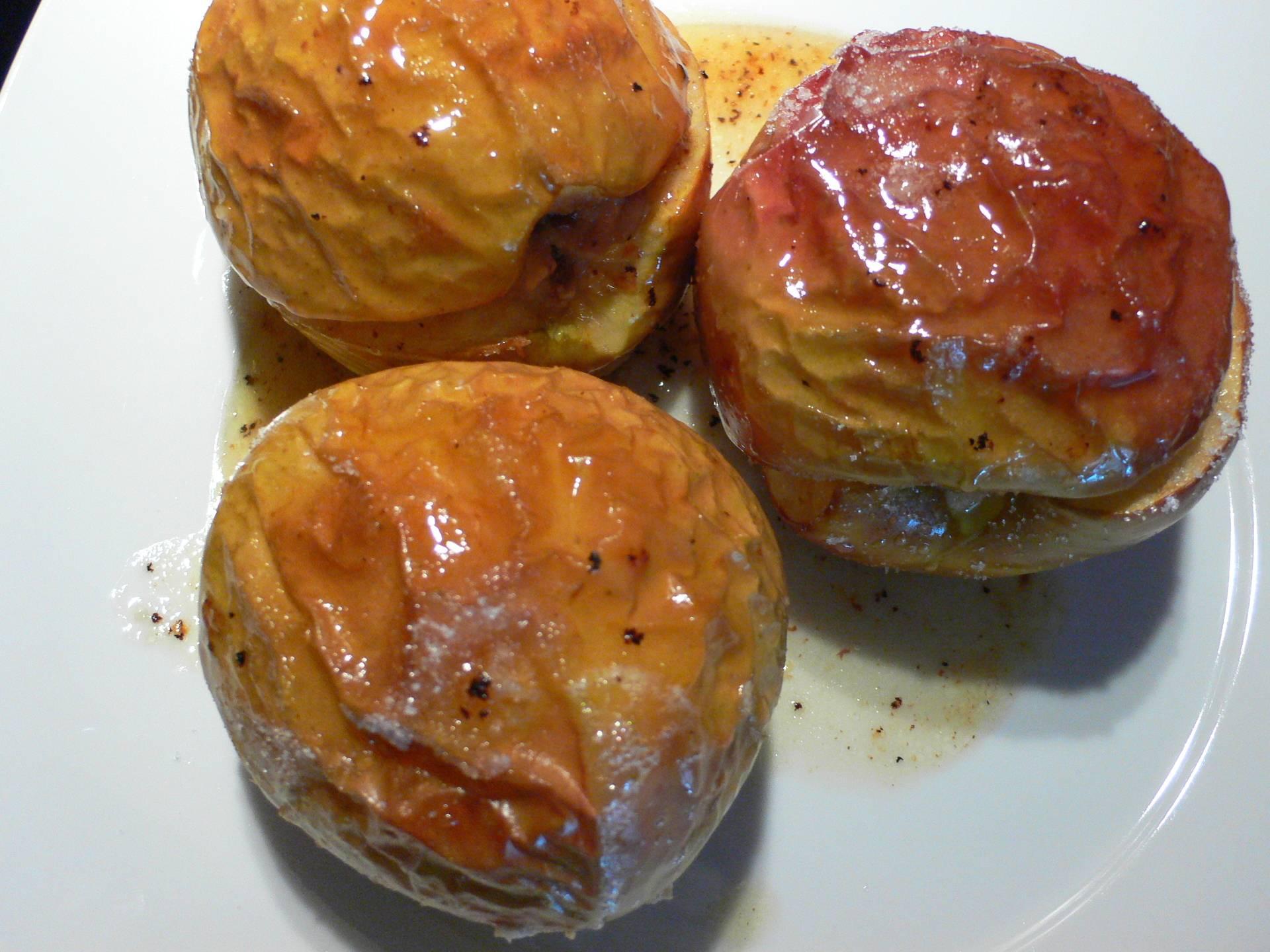 Печеные яблоки в микроволновке для кормящих мам: рецепты полезных лакомств