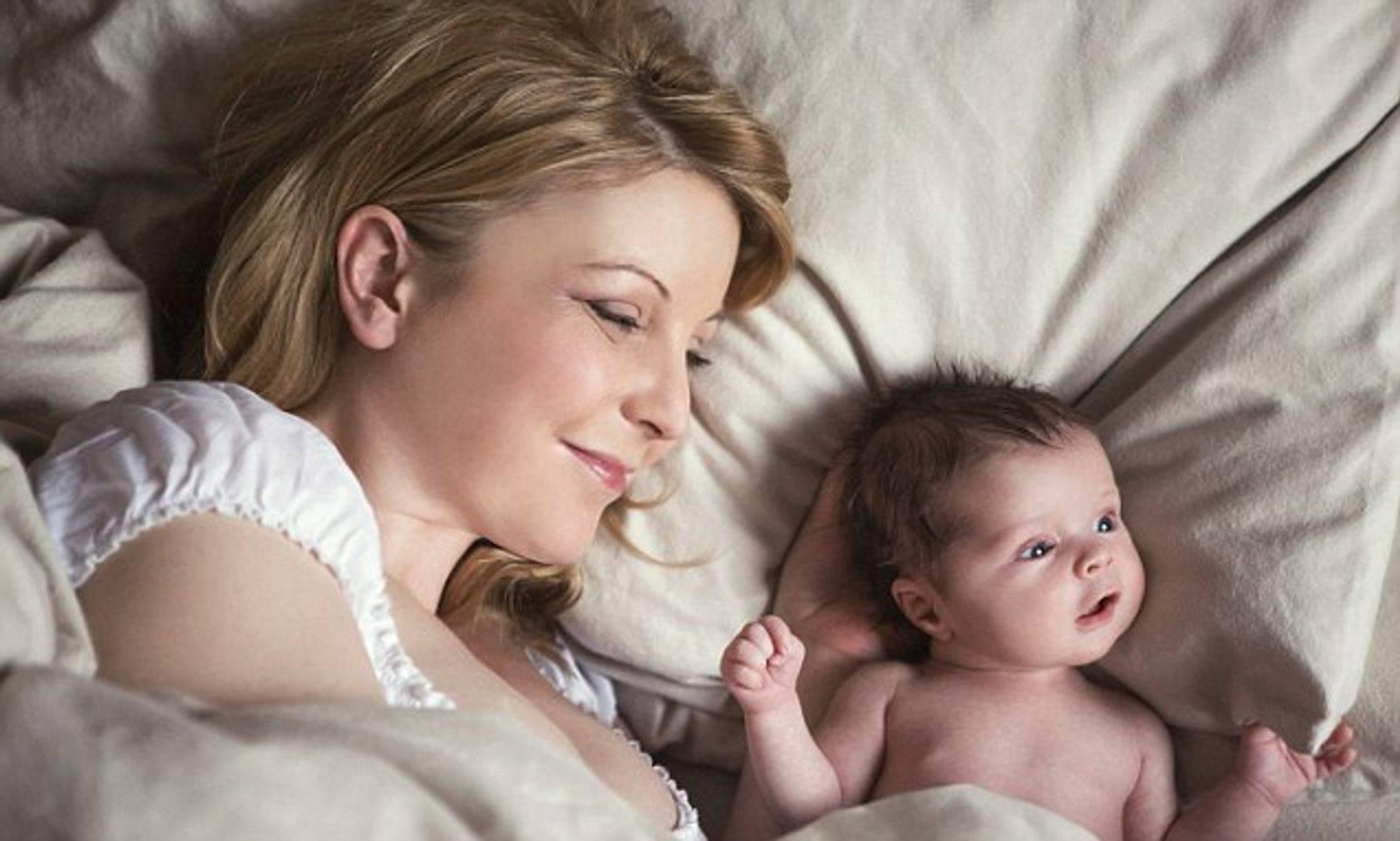 Когда малыш начинает говорить первые слова: агу, мама. в каком возрасте у ребенка появляются первые фразы