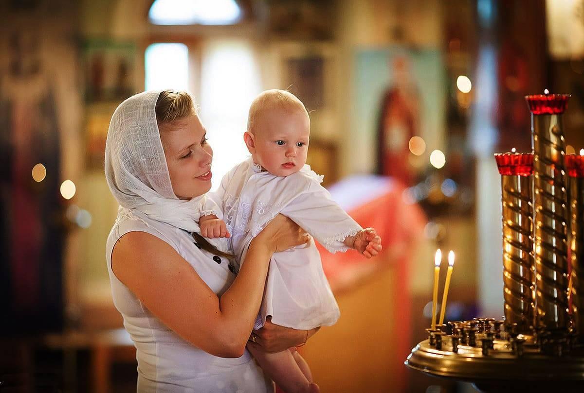 Крестины мальчика — правила для родителей и крестных