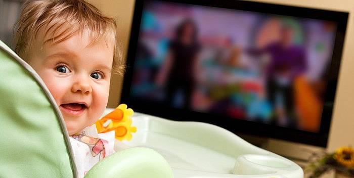 Стоит ли разрешать ребенку есть перед телевизором