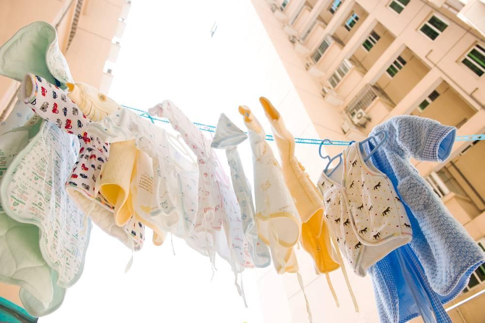 Как гладить детские вещи для новорожденных и обязательно ли это