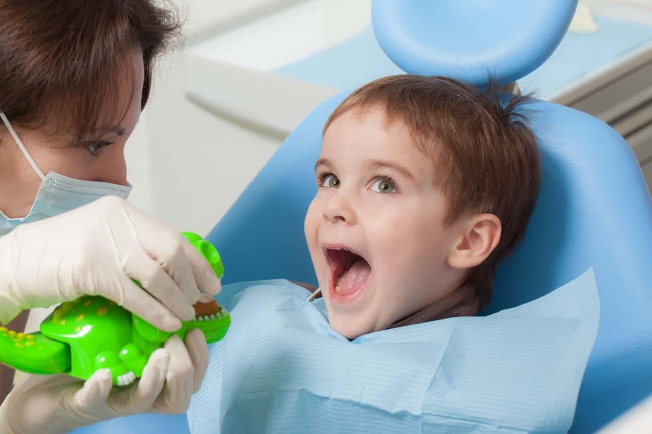 Что делать, если ребенок боится лечить зубы? | детская стоматология светофор