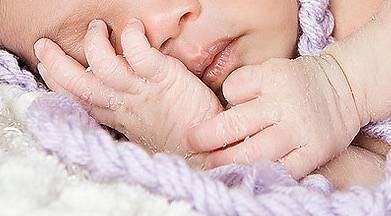 Кожа у новорожденного шелушится и облезает. это нормально? сухая кожа у новорожденного